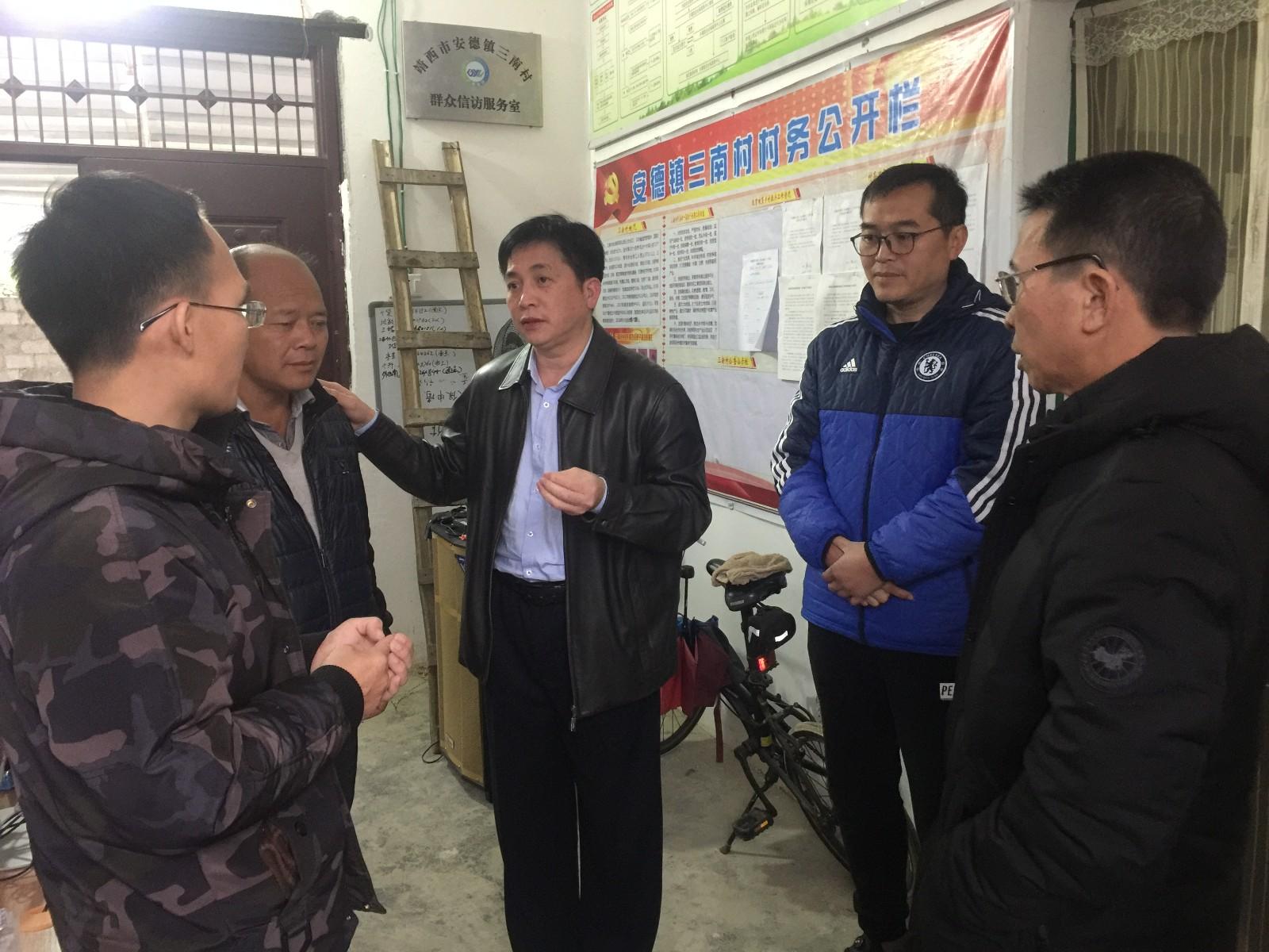 市科知局罗碧峰副局长到三南村走访慰问扶贫一线干部和村干部